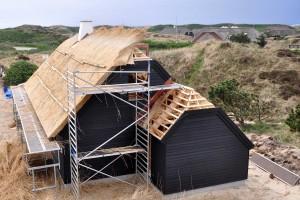 Er zijn twee rieten dakconstructies, te weten het rieten dak met open kap en het rieten dak met gesloten kap (schroefkap).©Marco2811 - Fotolia