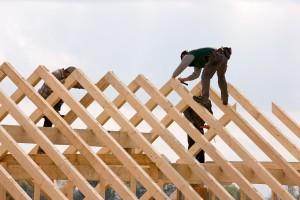 De dakdekker kiest in zijn opleiding een van de drie specialisaties voor een bepaalde dakbedekking.©Erwin Wodicka