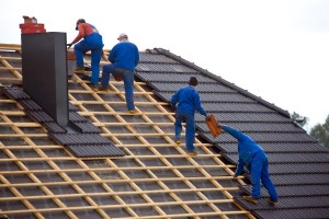 Als dakbedekker dient u te kunnen werken met verschillende soorten dakbedekking.© Erwin Wodicka
