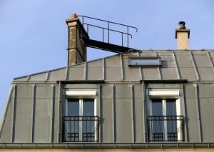 Voor het plaatsen van een zinken dak dient u de hulp in te schakelen van een specialist.©Ignatius Wooster - Fotolia