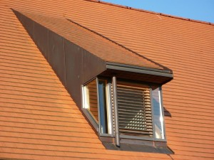 Mocht u twijfelen tussen een sleepdakkappel of een traditionele dakkappel, de ruimte die u verkrijgt is even groot.© goldbany - Fotolia